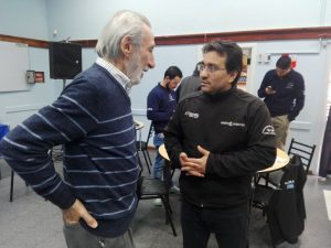 Malla, intercambiando opiniones con Ramón Ermacora.